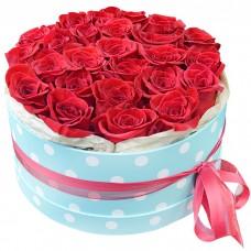 Коробка с красными розами